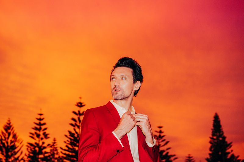 Australian singer songwriter and lead singer of much-loved band Something For Kate, Paul Dempsey, will perform at Newcastle Art Gallery.