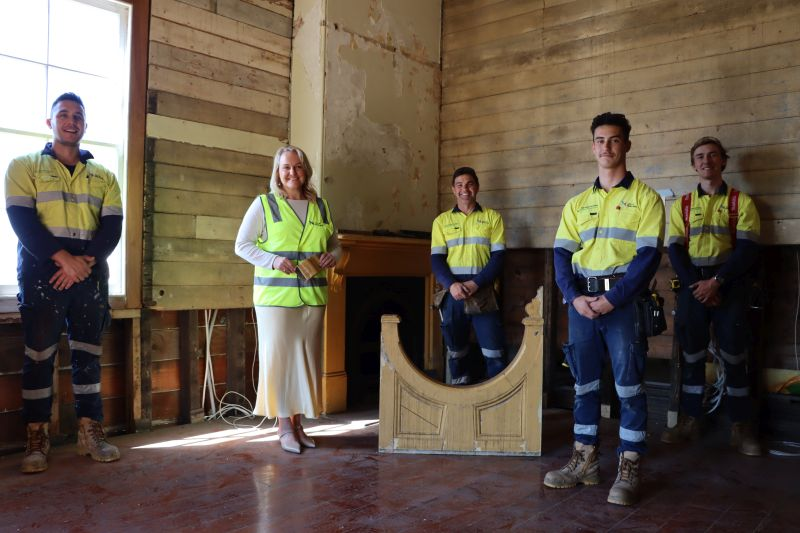 Lord-Mayor-Nuatali-Nelmes-with-workers-at-Shepherds-Hill-Cottage-interior-web-1.jpg