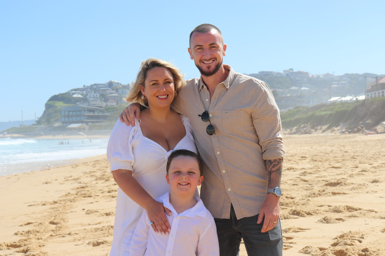 Roy-O-Donovan-with-his-wife-Ellen-and-son-Alfie-at-Dixon-Park-Beach-Large.JPG
