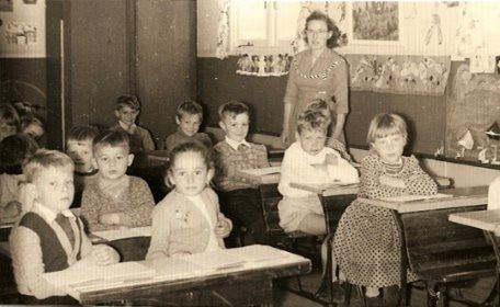 Children seated in a Greta migrant classroom with teacher